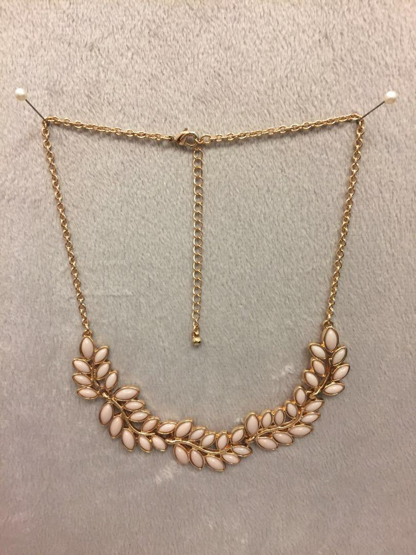 Pale pink leaves necklace