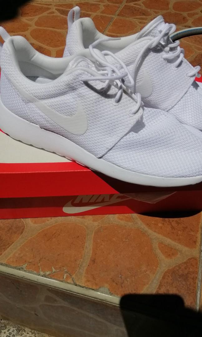 sports shoes f6ab7 8009b Roshe Run Triple White Womens Sz 8