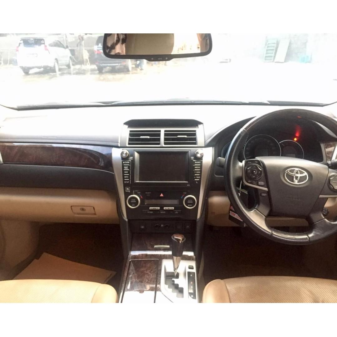 Toyota Camry 2.5 L Hybrid A/T 2015 Termurah se indonesia