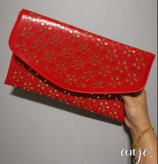 Clutches with detachable chain