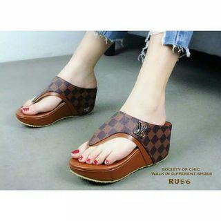 Sepatu Wanita Sandal Wedges LV cantik simple (replika)