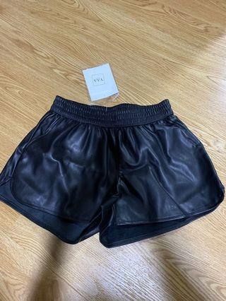 🚚 Black leather / pvc shorts