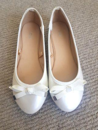 Size 13 pearl white patent ballerina flat girls shoes