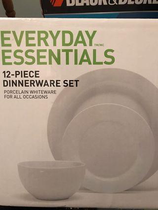 Brand New Dinner Set