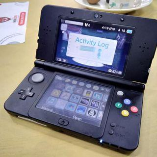 -USED- new 3ds modded + 4gb sd card + free games
