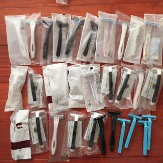 🚚 36支日本飯店刮鬍刀。其中有幾個本來就沒有塑膠袋包裝,但都全新,收在乾淨袋內保存