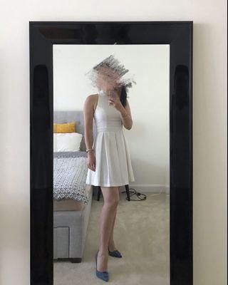 White backless dress 👗 open back