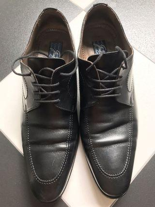 🚚 Leather Classic Shoes - Gino Bianchi