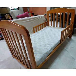 Toddler Bed (with Mattress and 2Sets of Mattress Covers)