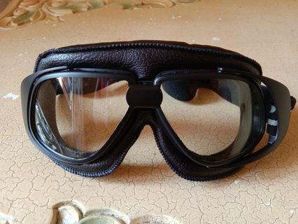 Kacamata helm