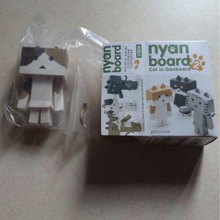 全新Nyan Board 2 紙箱貓-啡白