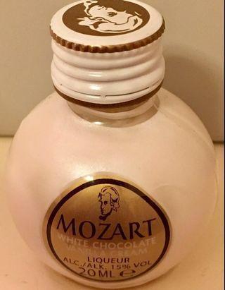 MOZART WHITE CHOCOLATE VANILLA CREAM LIQUEUR 20ml (珍藏迷你版)From AUSTRIA