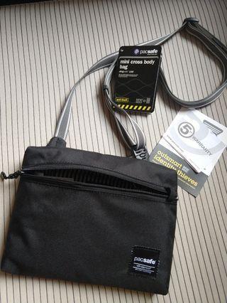 Pacsafe mini cross body bag slingsafe LX50 anti-theft RFID