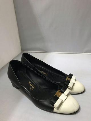 Salvatore ferragamo pump shoes authentic