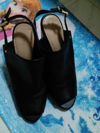 🚚 ALDO Leather shoes size 37