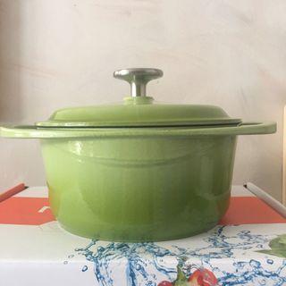 全新nutrifresh蘋果綠鑄鐵圓形雙耳鍋煲2.4L