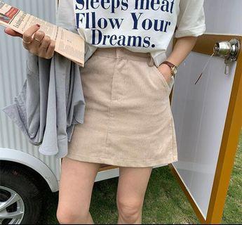 全新! 燈芯絨材質短裙L碼 奶油杏色 A字裙拉鍊設計#半價衣服拍賣會
