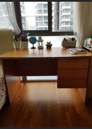 🚚 Wooden study table