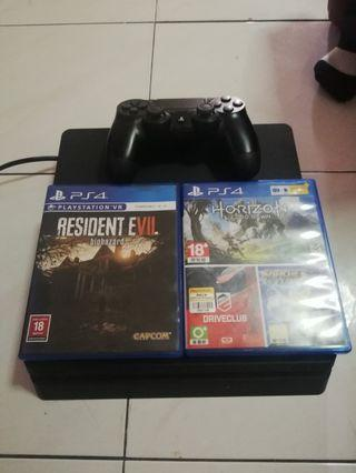 Ps4 Slim 500 gb with controller and 2cd game
