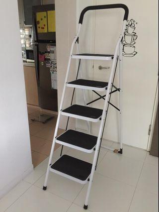 🚚 5 steps foldable ladder