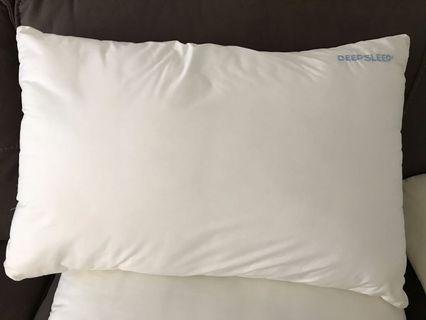 🚚 Simmons Deep Sleep Pillows