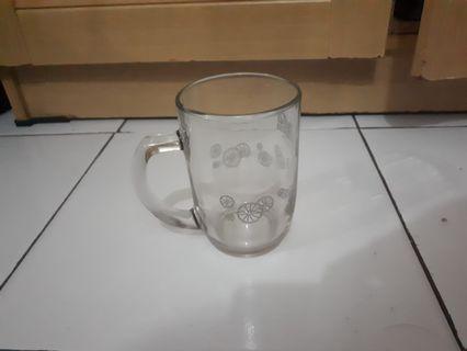 Gelas kaca dan piring