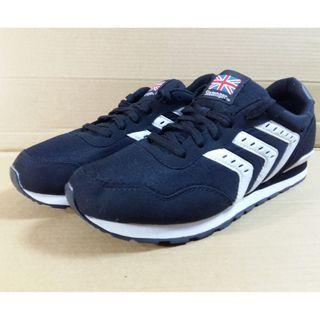 🚚 British SLAZENGER running shoes US9