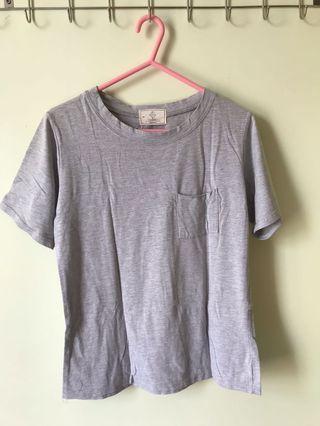 灰色口袋T-shirt