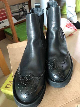 黑色厚底真皮紳士短靴