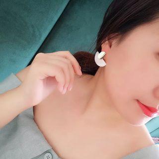 🚚 Shell earrings