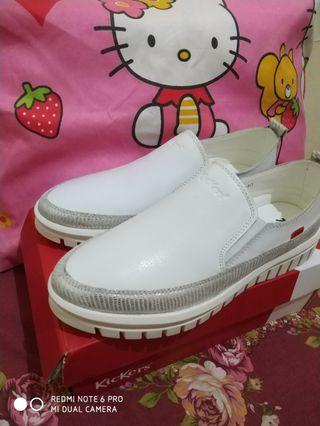 Sepatu Putih Kickers White Shoes Original