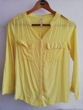Yellow Blouse with V-nek
