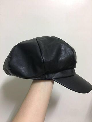 黑色皮革貝蕾帽