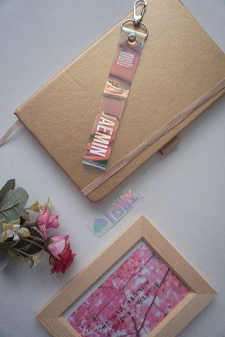 Jaemin Holo Strap + Sticker