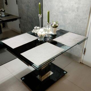 Extendable dining table (tenpered glass) 100-150cm x 80cm