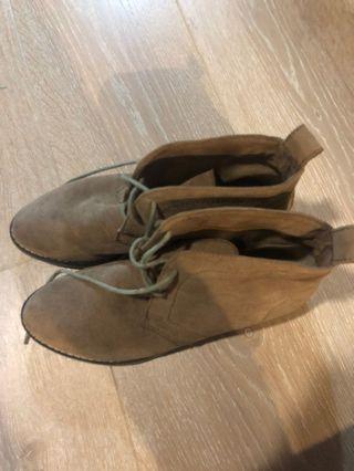 Ladies tan tie up felt suede boots