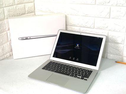 MacBook Air 13 inch Ealry 2015 1.6Ghz i5 8Gb 128gb ssd Mojave 151cc wbox