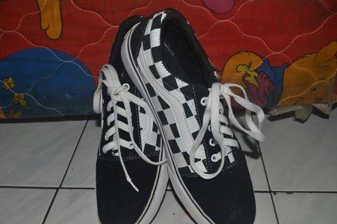 Preloved!! sepatu vans authentic catur