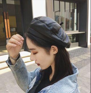 Faux leather beret in black