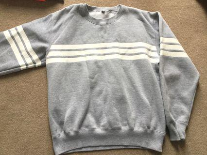 Casual jumper in grey with stripe