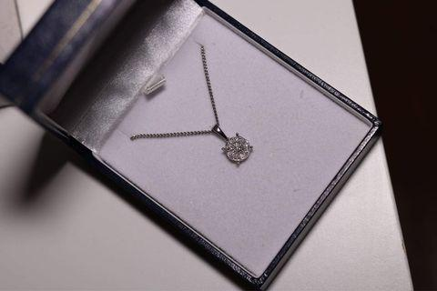 9K platinum & diamond necklace