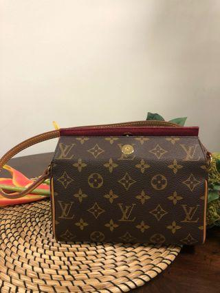 *100% AUTHENTIC* Louis Vuitton – Petite Clutch – Monogram
