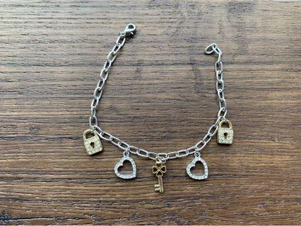 🚚 Bracelet (Hearts, Locks & Key)