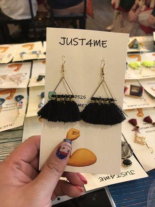 型格黑色蘇蘇耳環