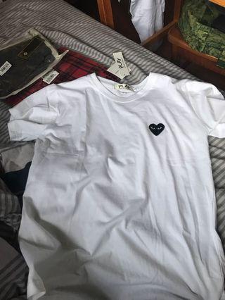 🚚 Black heart shirt