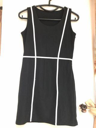 Mididress black white stripes