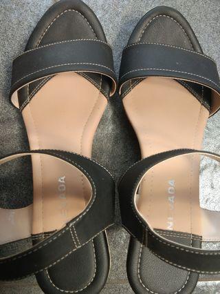 Dijual sepatu wedges bludru fladeo n sepatu sendal nevada like new jarang pakai