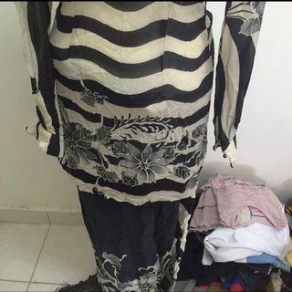 Baju Kurung Batik Moden B&W