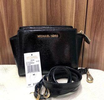 Michael Kors Selma Mini Messenger Patent Leather Black