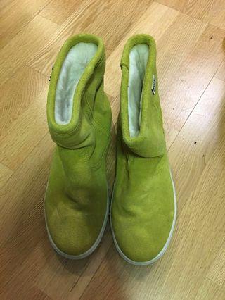 檸檬黃牛皮防水雪地靴
